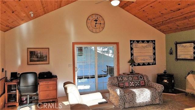 238 Shasta Drive, Lake Arrowhead CA: http://media.crmls.org/medias/cb950879-fc0a-4889-9607-b0c6ca1a41f4.jpg