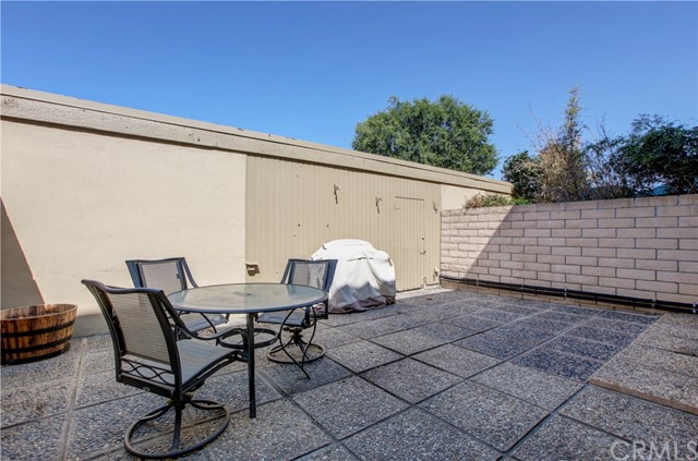 18260 Arches Court, Fountain Valley CA: http://media.crmls.org/medias/cbabc5dc-4d20-4d6e-b02e-eb046c51ac64.jpg