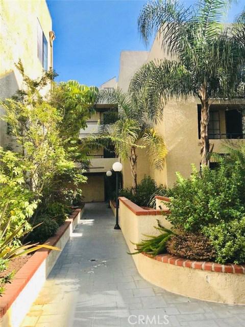 1237 E 6th Street, Long Beach CA: http://media.crmls.org/medias/cbb381c7-e401-4ef1-905e-da669a390b75.jpg