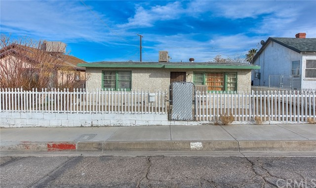 413 WILSHIRE Place Barstow CA 92311