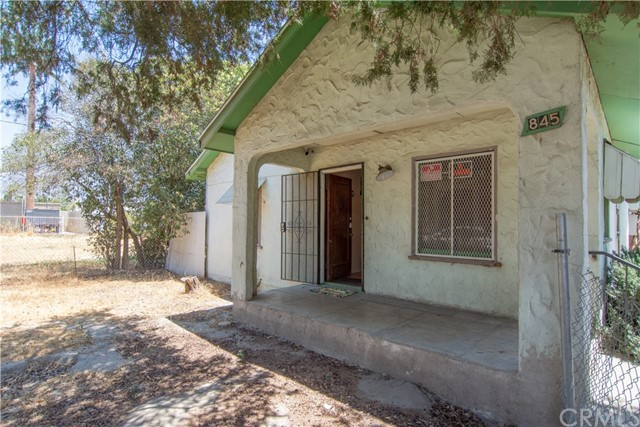 845 Preston Street, San Bernardino CA: http://media.crmls.org/medias/cbc84d6d-98d7-4cfa-9ec2-b768524d6b14.jpg
