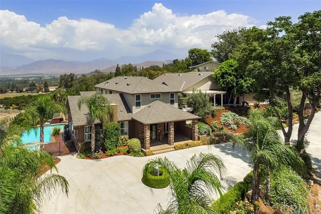 201 La Colina Drive Redlands, CA 92374 is listed for sale as MLS Listing EV16193069
