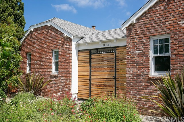 1837 E Colorado Boulevard, Pasadena CA: http://media.crmls.org/medias/cbd6fad4-a14e-4e64-a297-ad52cb25305e.jpg