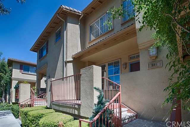 381  West Summerfield Circle   , CA 92802 is listed for sale as MLS Listing PW15135403