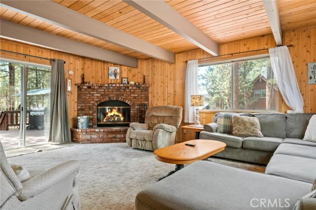 745 Barret Way, Big Bear CA: http://media.crmls.org/medias/cc04cd77-a4b1-4333-b237-e4a27224c5d9.jpg