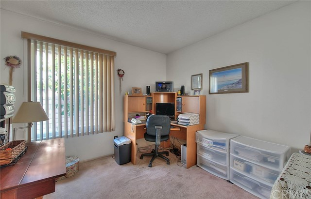 10078 Julian Drive, Riverside CA: http://media.crmls.org/medias/cc16d244-c52c-474c-a4a3-89bb6c678ddc.jpg