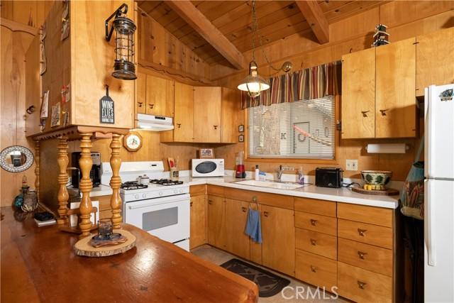 925 Robinhood Boulevard, Big Bear CA: http://media.crmls.org/medias/cc2d63da-1e10-4c9c-923a-a4e78ff5a833.jpg