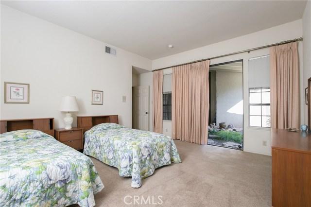 22550 Itasca Street, Chatsworth CA: http://media.crmls.org/medias/cc491509-1990-41f2-b7c6-40427d9cdc22.jpg