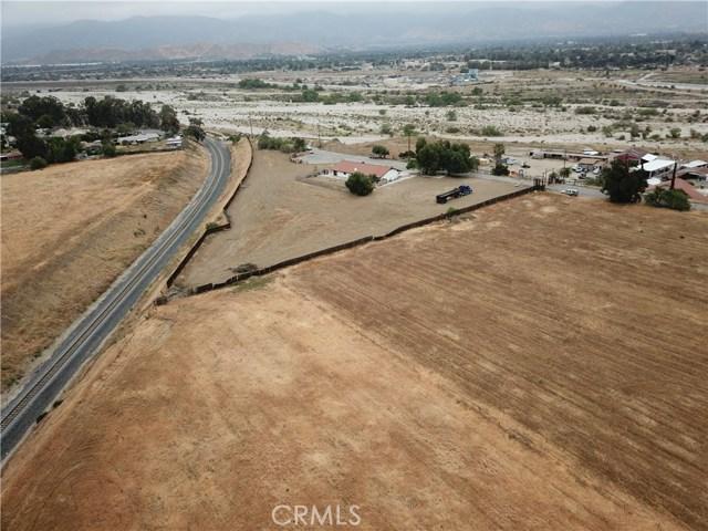2226 Foothill Boulevard, San Bernardino CA: http://media.crmls.org/medias/cc518ce2-2c09-45d7-a9eb-aab10aaed5c0.jpg