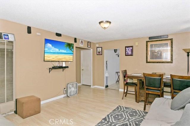 817 W 90th St, Los Angeles CA: http://media.crmls.org/medias/cc7bdd9b-0d6a-4fec-9c7f-bb7f61d7ce44.jpg