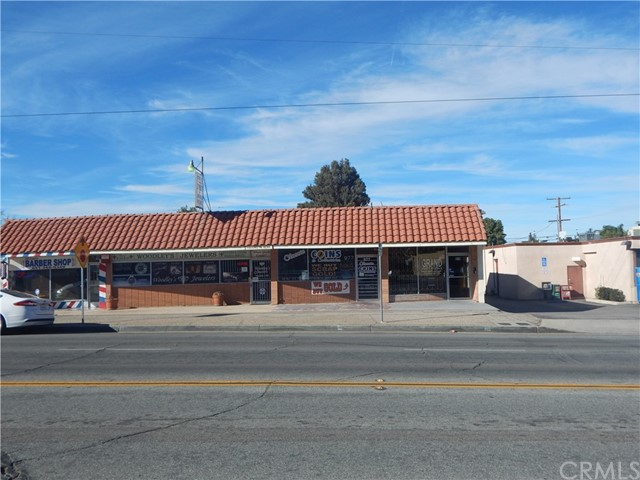 975 Beaumont Avenue, Beaumont CA: http://media.crmls.org/medias/cca1b80d-d314-49bc-a268-89543dc4ecac.jpg