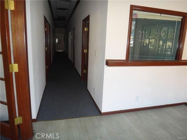 936 W Foothill Boulevard, Claremont CA: http://media.crmls.org/medias/ccb4d3e1-5358-4bed-9429-6815ad799f66.jpg