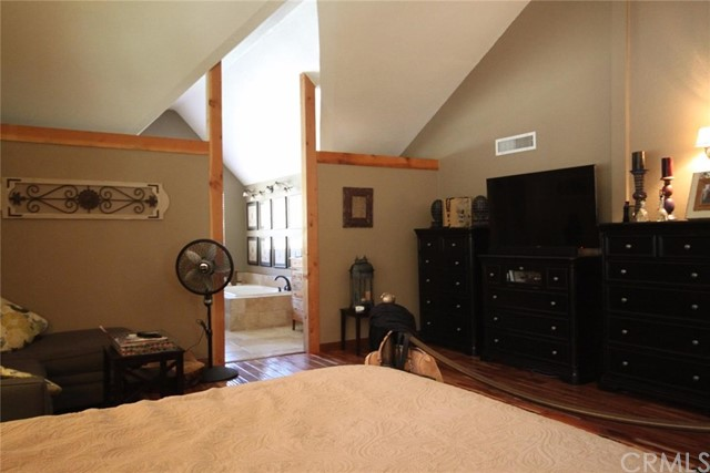 6255 Lucerne Place, Wrightwood CA: http://media.crmls.org/medias/ccb77e68-2bbb-4178-a86e-45b4f318cce2.jpg