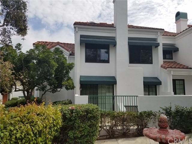 7401 Seabluff Drive 106 Huntington Beach, CA 92648 is listed for sale as MLS Listing OC17090891
