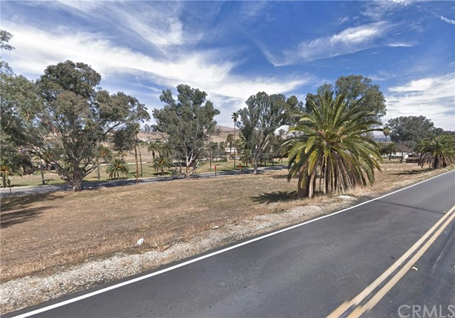 239 Riverside Drive, Lake Elsinore CA: http://media.crmls.org/medias/ccd9f444-1abd-4a89-a2cc-97700d637acb.jpg