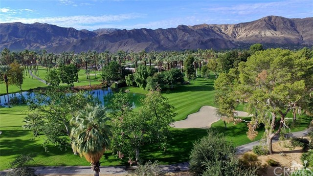 71443 Country Club Drive, Rancho Mirage CA: http://media.crmls.org/medias/cce2b3f1-53a3-49b6-9a53-940a29fa3e4d.jpg