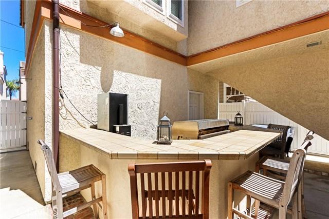 315 21st Street, Huntington Beach CA: http://media.crmls.org/medias/cce2f270-8b08-43ef-bb09-da7c308df6af.jpg