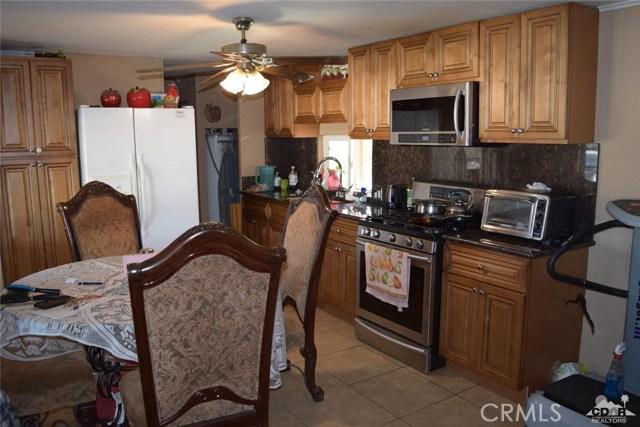 59900 Fillmore Street, Thermal CA: http://media.crmls.org/medias/ccf86b67-b5fc-4f21-8d27-f4ee53e0b126.jpg