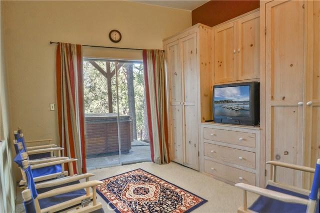 527 Rainier Road, Lake Arrowhead CA: http://media.crmls.org/medias/ccfc05d0-f90d-4748-b99b-46b4a083dc19.jpg