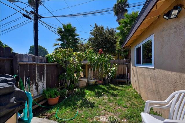 2077 Wallace Avenue, Costa Mesa CA: http://media.crmls.org/medias/ccfcc371-1fa0-40a9-952a-0178ea96f386.jpg