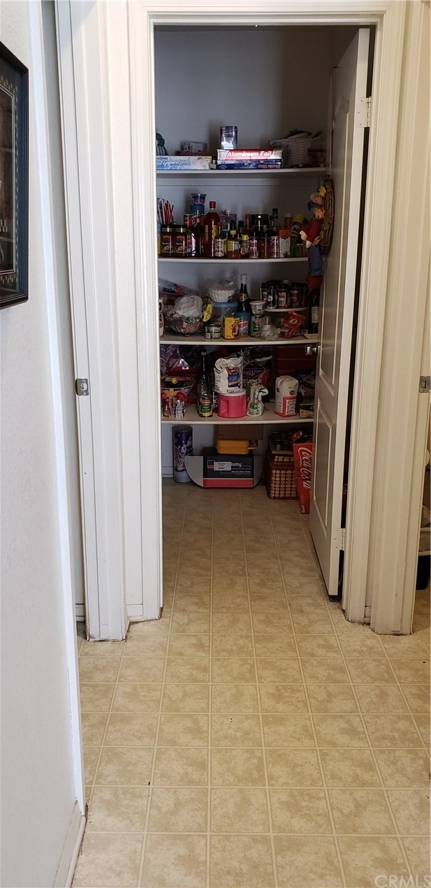 13223 La Crescenta Avenue, Oak Hills CA: http://media.crmls.org/medias/cd13b74b-dce3-4a70-8aac-c3ef732c27c5.jpg