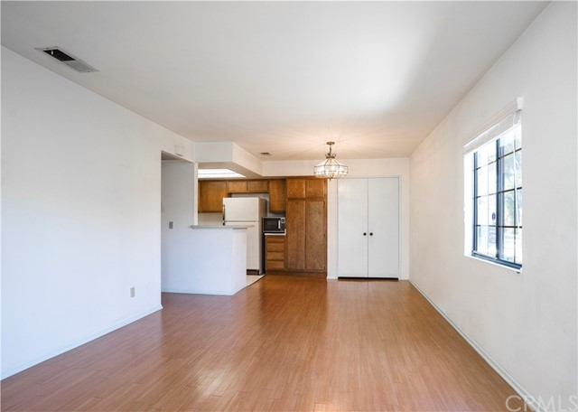 855 W 34th Street, Long Beach CA: http://media.crmls.org/medias/cd34cac4-df15-410c-b7a4-9ffad7c95536.jpg