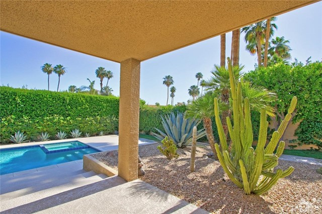 1350 Marion Way, Palm Springs CA: http://media.crmls.org/medias/cd7e5540-43cb-4717-b448-98d7d901e527.jpg