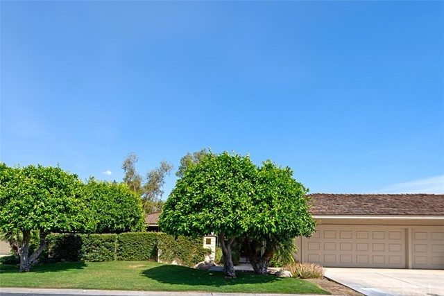 42 Lafayette Drive, Rancho Mirage CA: http://media.crmls.org/medias/cdb47eb1-d615-42cf-9a0c-7575fb6b3808.jpg