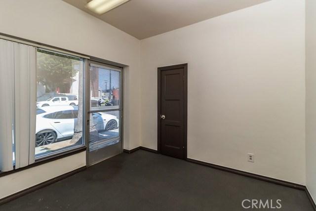 5308 5306 N Figueroa Street, Highland Park CA: http://media.crmls.org/medias/cdd23c4f-abf4-4d98-845e-cc2d659b7a65.jpg