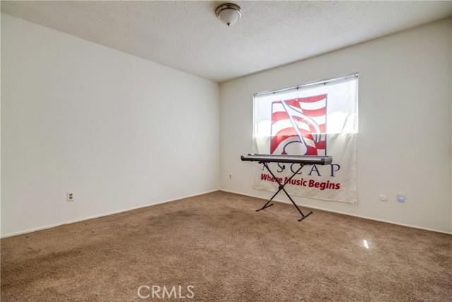 9009 Oneida Avenue, Sun Valley CA: http://media.crmls.org/medias/cdd616d0-94a5-41ef-b747-2df46420d54d.jpg
