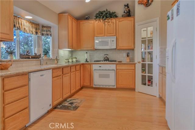 27505 North Bay Road, Lake Arrowhead CA: http://media.crmls.org/medias/cdd66bb1-2d32-4ec4-9e78-5d1b8d68247b.jpg