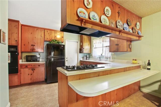 1106 Aquamarine, Corona CA: http://media.crmls.org/medias/cdeaf402-688f-4e37-89d2-ed22c13e2709.jpg