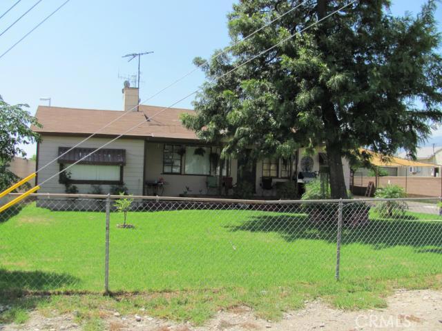 1368 N Maple Avenue, Rialto CA: http://media.crmls.org/medias/ce02812b-d915-484c-adbd-d207f8edd6cd.jpg