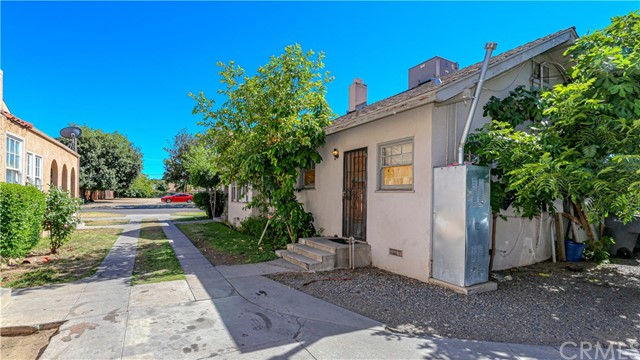 1625 E Olive Avenue, Fresno CA: http://media.crmls.org/medias/ce1231c2-8abe-4ec3-aced-221c299dc667.jpg