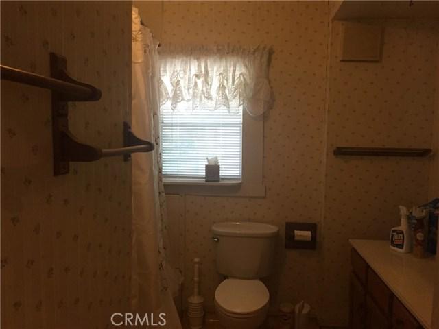 916 S Dora Street, Ukiah CA: http://media.crmls.org/medias/ce2279ad-35c2-4357-bae1-02a7137a2830.jpg