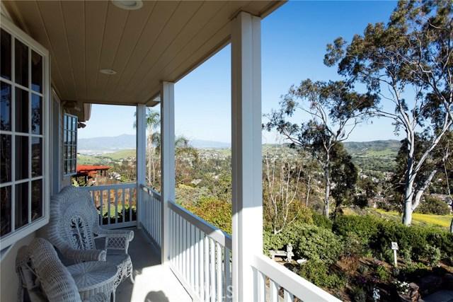 4 Summit, Irvine CA: http://media.crmls.org/medias/ce257bc3-0939-4d56-8d94-3f564734e820.jpg