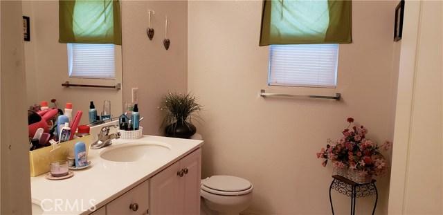 13223 La Crescenta Avenue, Oak Hills CA: http://media.crmls.org/medias/ce2622df-e449-4be4-b0c5-7911b00f19af.jpg