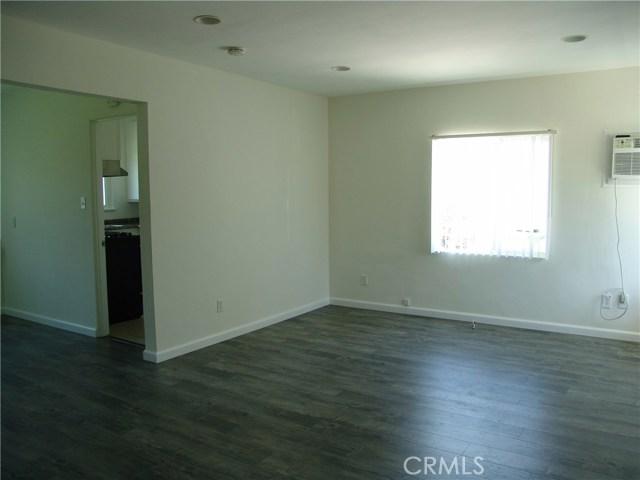 10321 Parr Avenue, Sunland CA: http://media.crmls.org/medias/ce2e7352-b4c3-445f-9a34-6e7588861a41.jpg