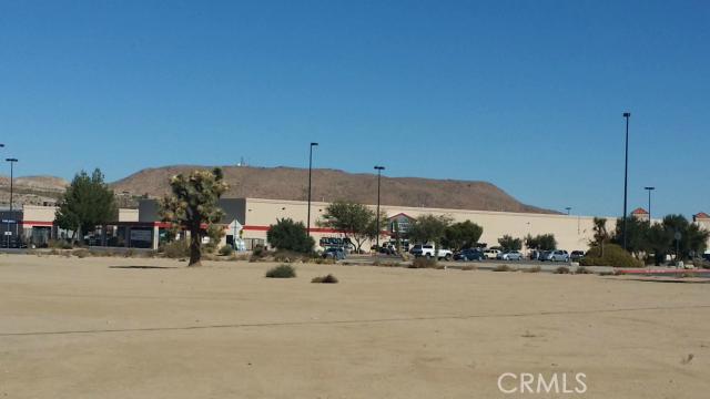 57794 Twentynine Palms, Yucca Valley CA: http://media.crmls.org/medias/ce61f367-5227-45fb-ab6f-e676c829ec84.jpg
