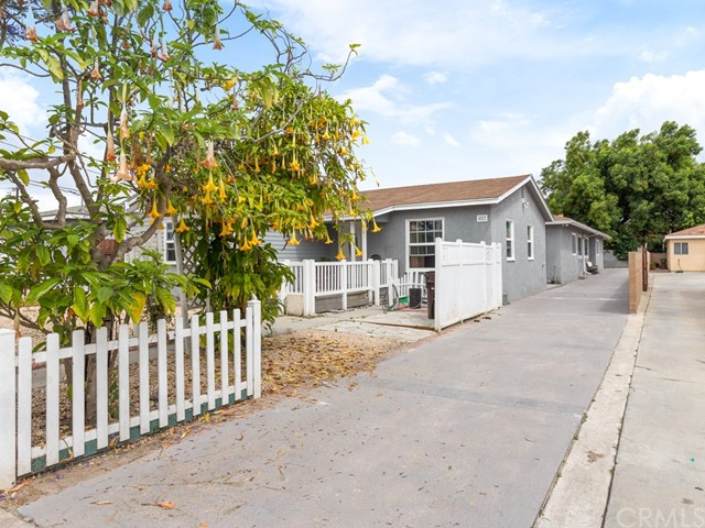 4217 142nd, Hawthorne, California 90250, ,Residential Income,For Sale,142nd,PV20104320