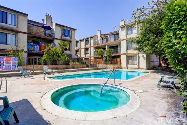 620 W Hyde Park Boulevard, Inglewood CA: http://media.crmls.org/medias/cea03b2a-39a6-41e5-bf37-85ddced84ec8.jpg