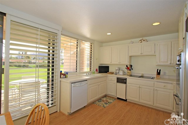 45878 Algonquin Circle, Indian Wells CA: http://media.crmls.org/medias/cea133bd-f898-4b47-87b9-6fb9d627f5b9.jpg