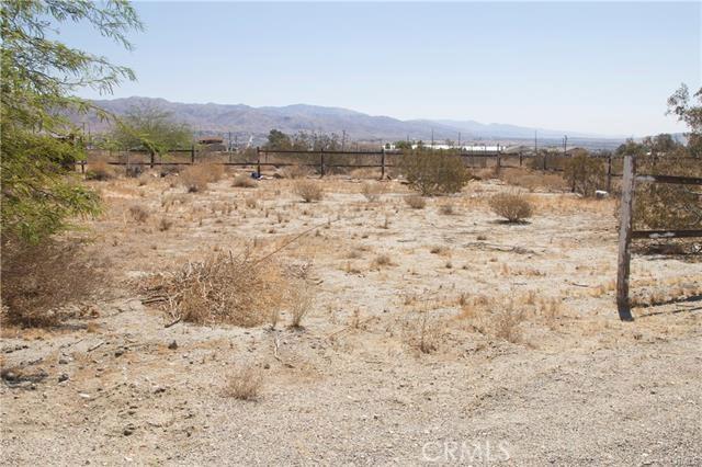 5 Kay Road, Desert Hot Springs CA: http://media.crmls.org/medias/cea70382-415d-4d6a-afca-e60cb3f81a72.jpg