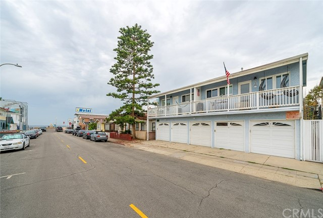 59 10th St 104, Hermosa Beach, CA 90254
