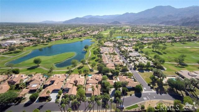 54015 Southern Hills, La Quinta CA: http://media.crmls.org/medias/ceb8a4db-16cf-4571-be37-386a27c0667f.jpg
