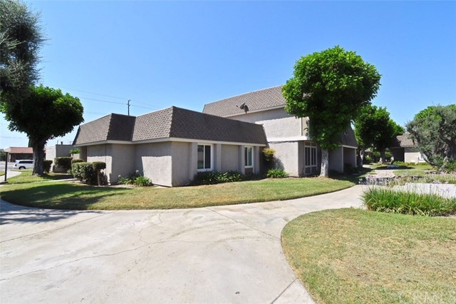 2155 W Essex Cr, Anaheim, CA 92804 Photo 2