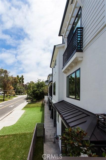 2801 Bayside Corona Del Mar, CA 92625 - MLS #: LG18033273