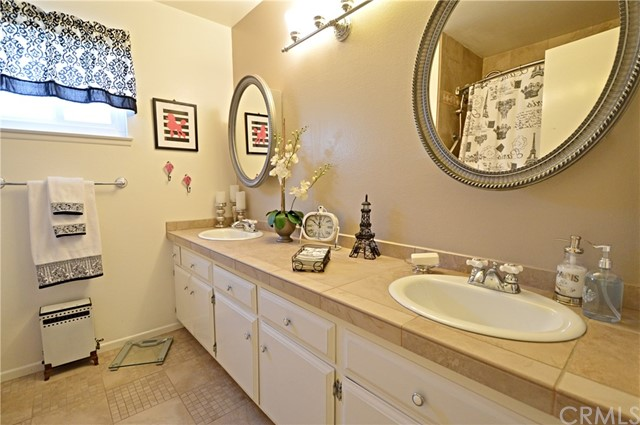 2062 N Palm Avenue, Upland CA: http://media.crmls.org/medias/ced7afc8-7624-402c-a87c-d788f526755b.jpg