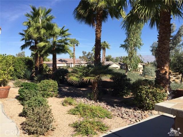61282 Sapphire Lane, La Quinta CA: http://media.crmls.org/medias/cee60c8d-2bf1-4f83-a66e-ca866131a8fa.jpg