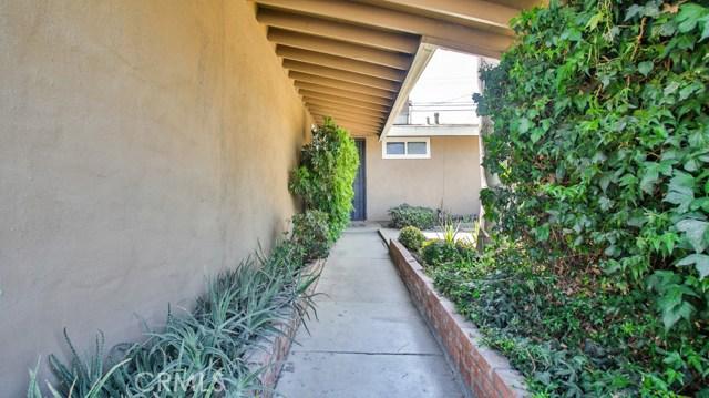 8944 Haskell Street, Riverside CA: http://media.crmls.org/medias/ceedb114-c9b0-4f25-88f0-6e79368dd554.jpg